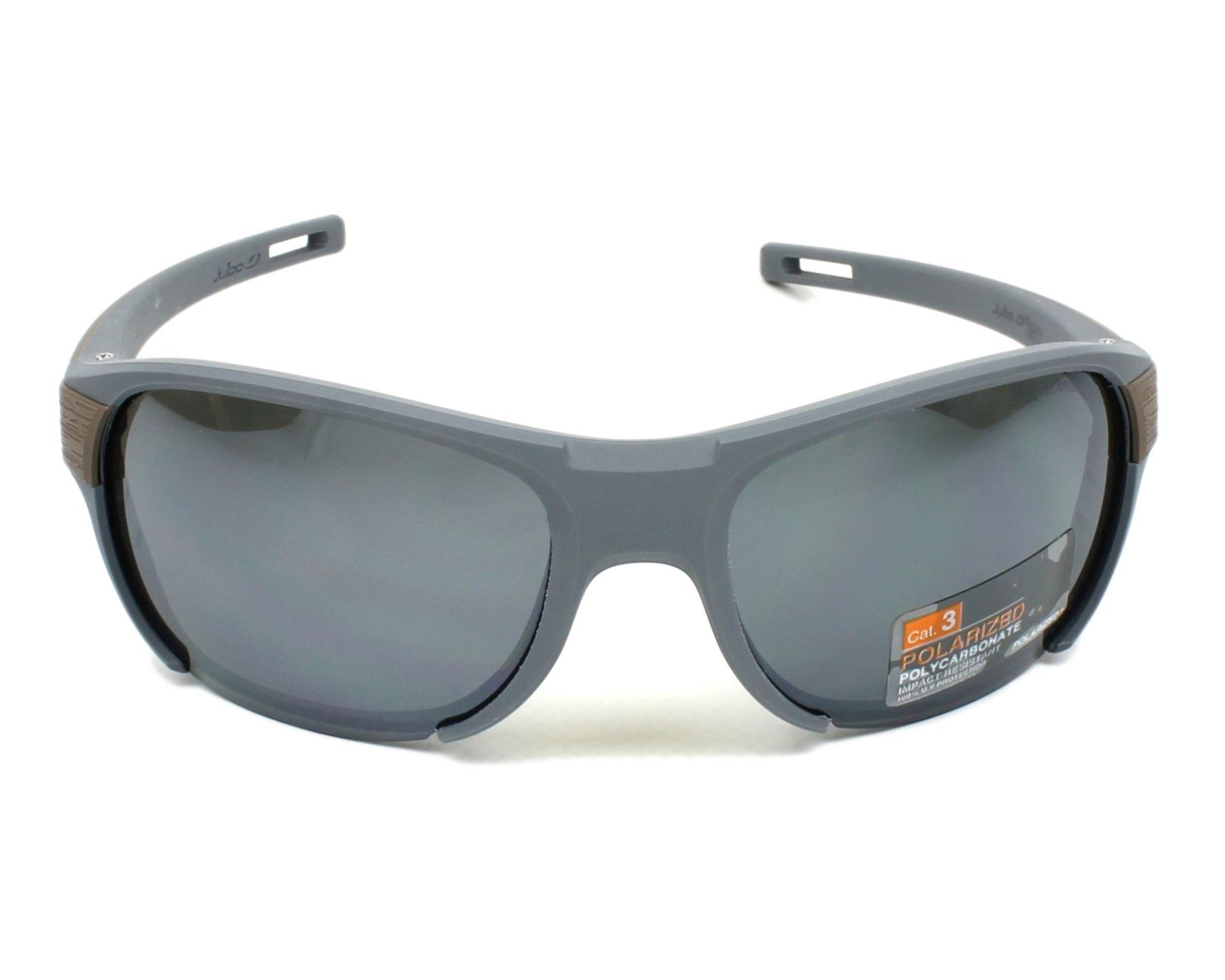 Lunettes de soleil julbo j500 9120 gris avec des verres gris - Verre lunette raye assurance ...
