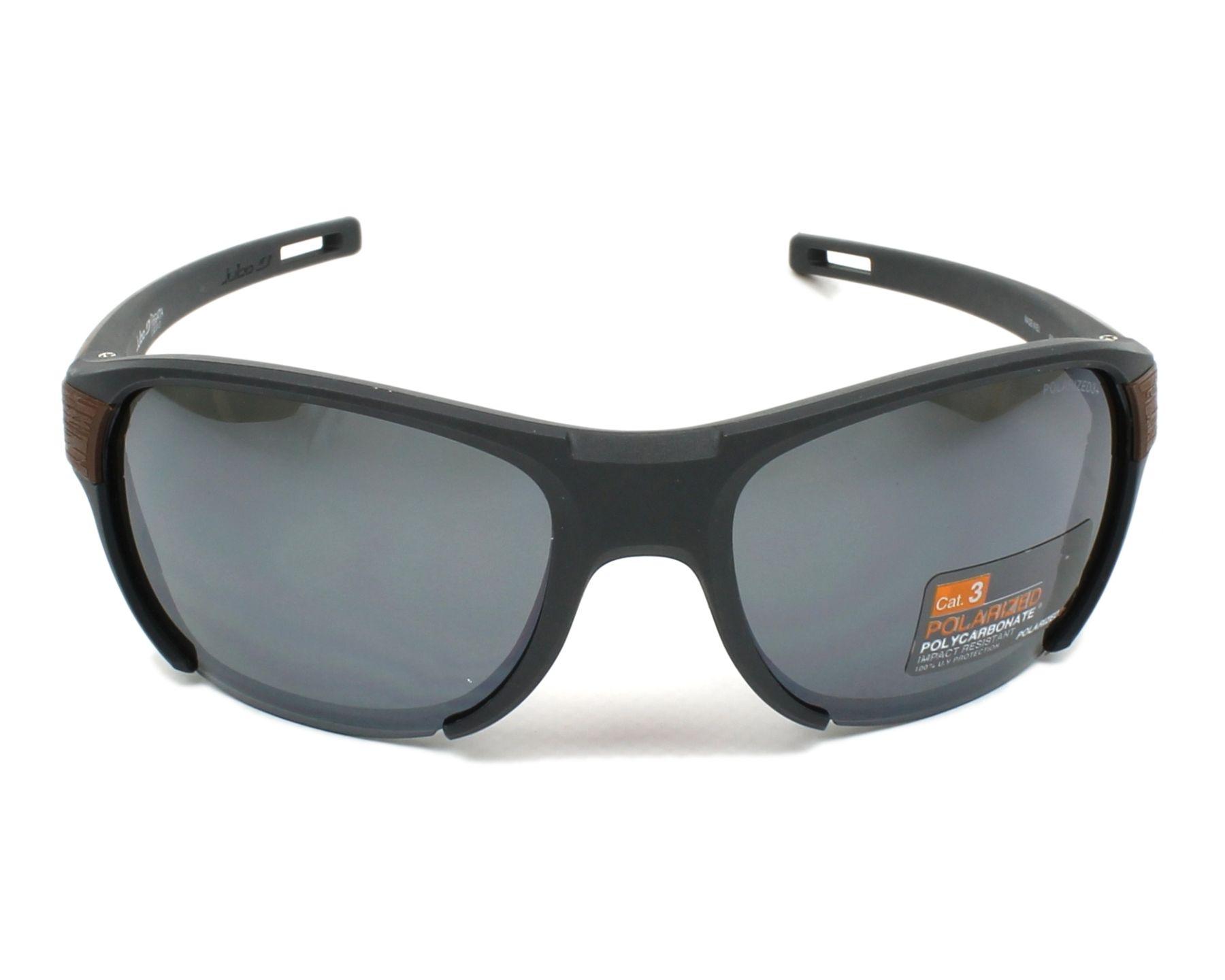 lunettes de soleil julbo j500 9121 gris avec des verres gris. Black Bedroom Furniture Sets. Home Design Ideas